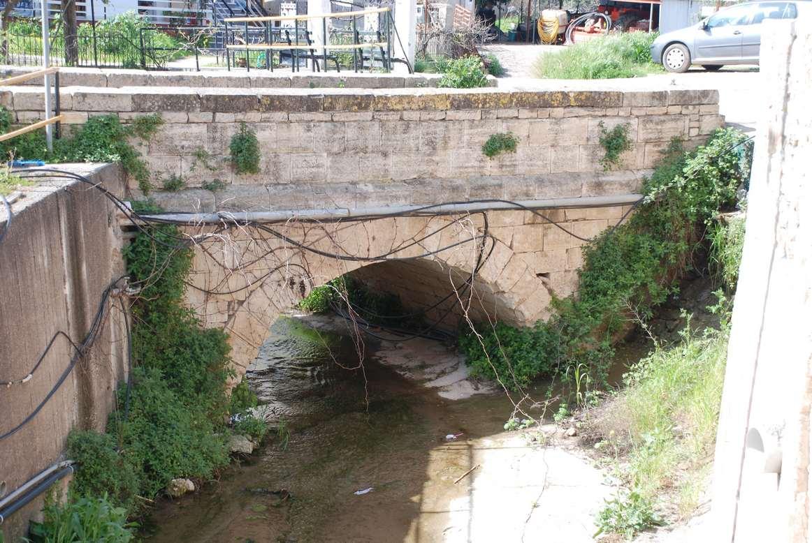 Το γεφύρι στην είσοδο του χωριού