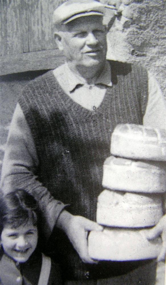 Προμήθεια επτάζυμων από το φούρνο Κ.  Σημηριώτη στην περιοχή «Λιβάδια», αρχείο: Σ. Τσιροπινά
