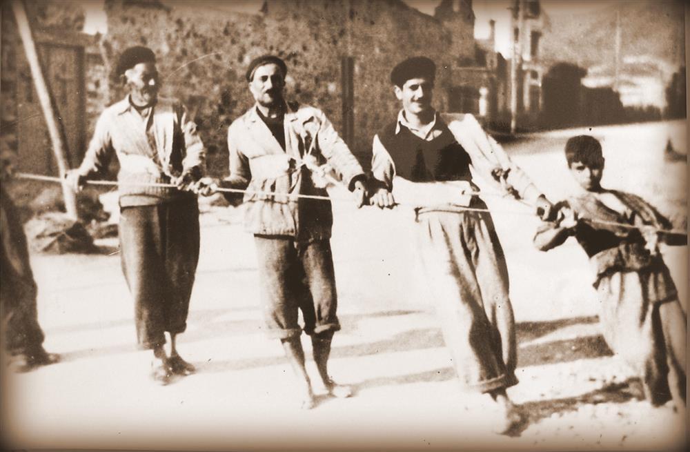 Φωτογραφία από το οικογενειακό αρχείο του ψαρά  Ελισαίου Φλάμου