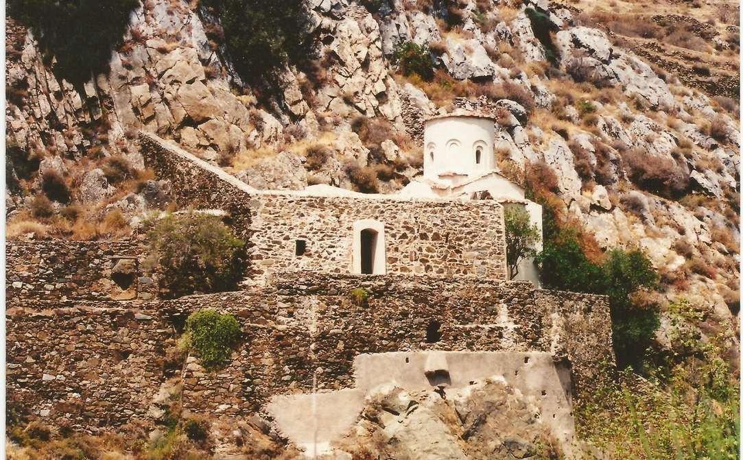 Ο ναός εξωτερικά (2001)