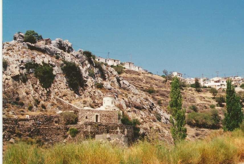 Ο ναός, μέρος του κτιριακού συγκροτήματος, του Αγίου Θαλελαίου και του χωριού (2001)