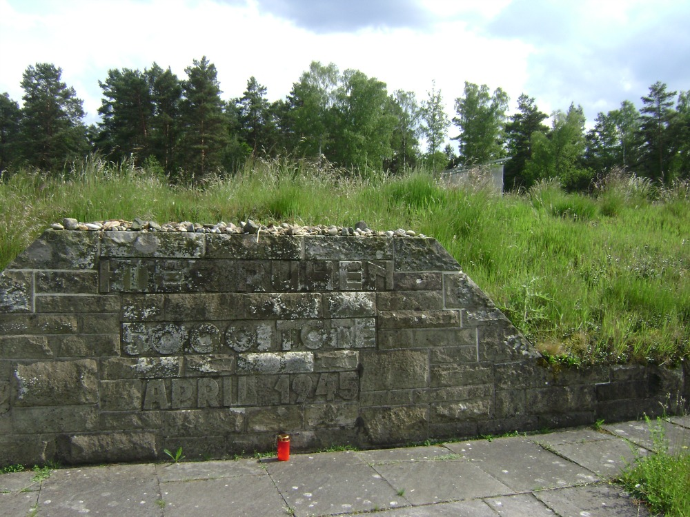 Oμαδικός τάφος στο Μπέργκεν - Μπέλσεν - από τους πολλούς- με 5000 νεκρούς!