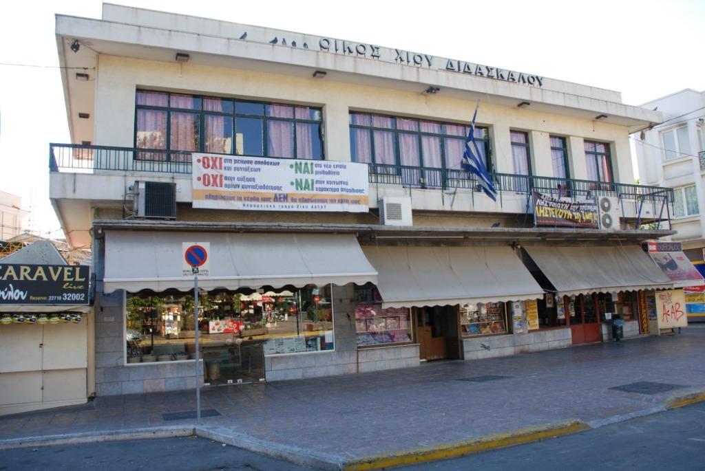 Τα δημοτικά καταστήματα επί της οδού Κανάρη