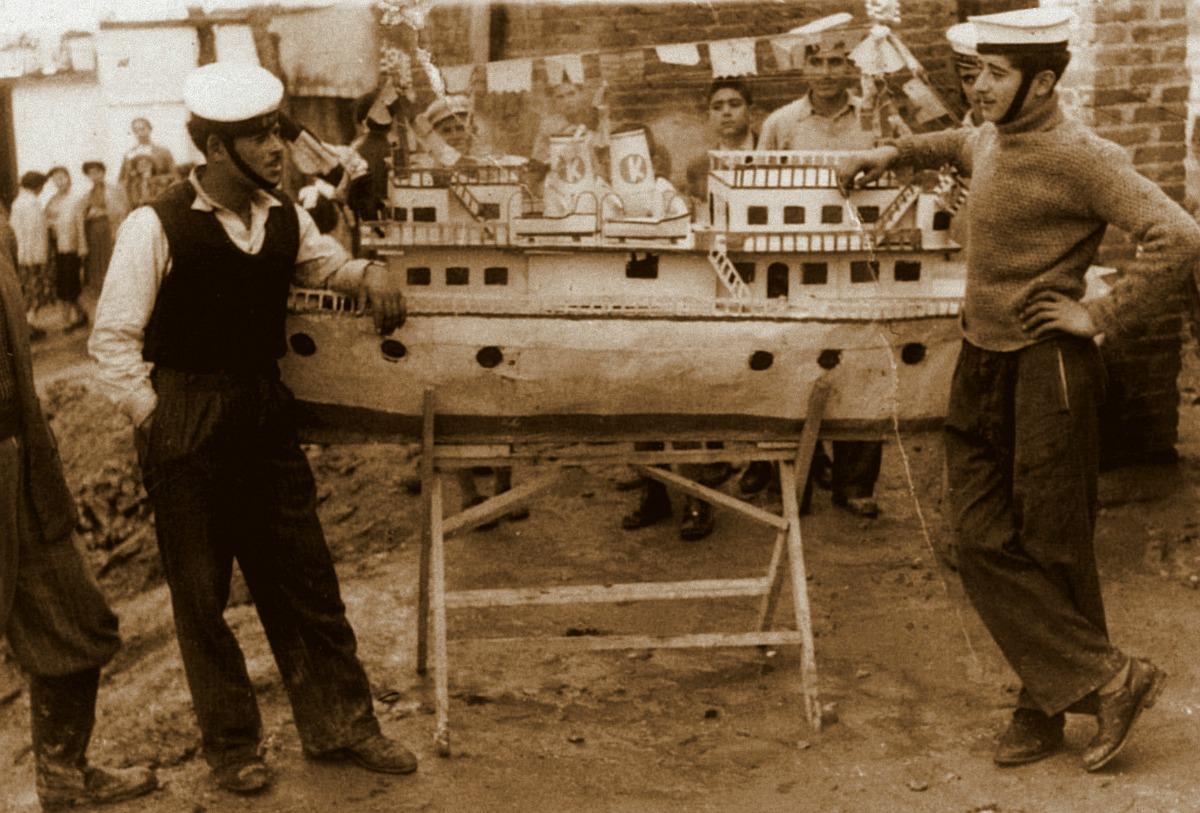 Καραβάκι από τη συνοικία της Τουρλωτής, λίγο μετά το Β΄ παγκόσμιο πόλεμο