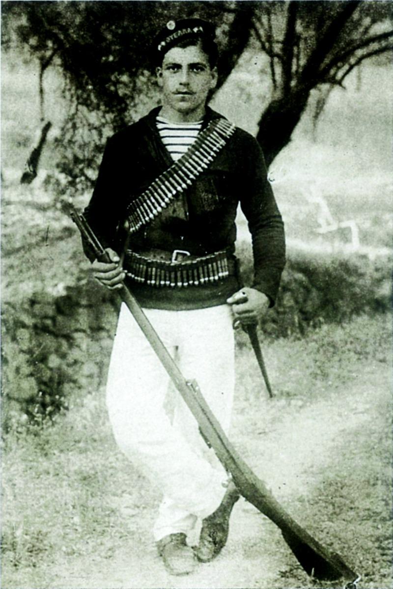 Ναύτης του πολεμικού ΘΥΕΛΛΑ στη Χίο του 1912 - Φωτογραφικό λεύκωμα Τσάγκαρη-Ξανθάκη