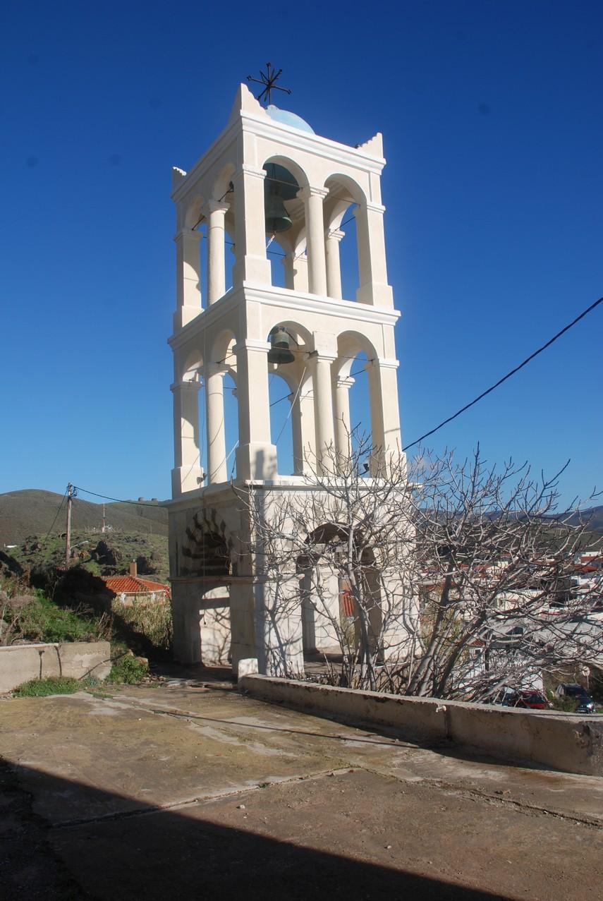 Το κωδωνοστάσιο του ναού