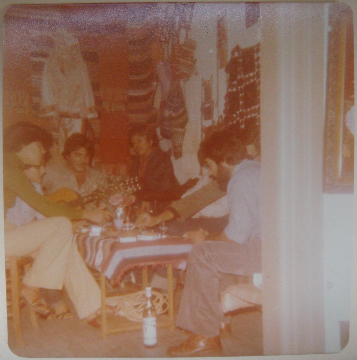 Στο κέντρο ο Παντελής Καβύρης και η Εύα Παππά