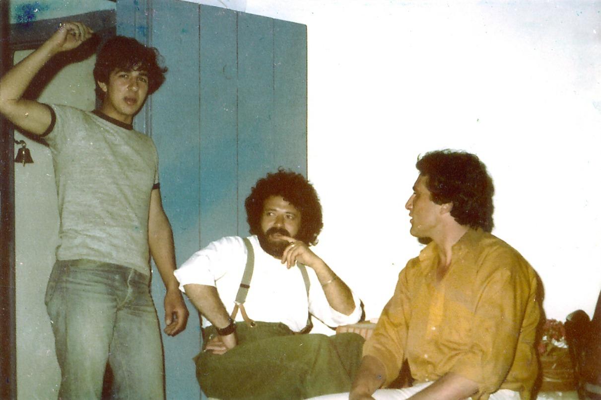 Ο Γιώργος Κοτσακάς, ο Τάκης Μαντζούκης και ο Στέλιος Χαρίτος στην ταράτσα της Βίγλας