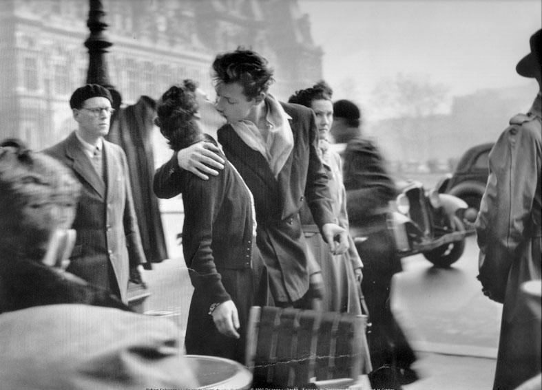 Le Baiser de l'Hôtel de Ville 1950 © Robert Doisneau